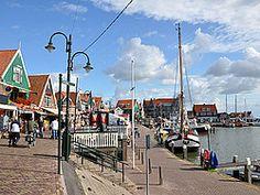 Volendam, paseo marítimo. Visita en familia al pueblo de Volendam al norte de Holanda