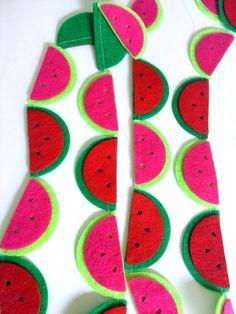 He encontrado este interesante anuncio de Etsy en https://www.etsy.com/es/listing/197363636/watermelon-party-garland-fruit-garland