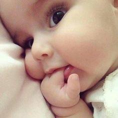 24 ideas baby girl wallpaper boys for 2019 Cute Kids Pics, Cute Baby Girl Pictures, Baby Girl Images, Cute Little Baby, Baby Kind, Little Babies, Baby Baby, Baby Girl Names 2016, Funny Babies
