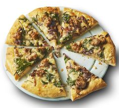 Sticky onion & sausage pizza Use ciabatta bread mix as an easy homemade pizza dough – top with balsamic onions, spinach and sausage meat for a quick weeknight dinner Pizza Dough, Meat Pizza, Paleo Pizza, Healthy Pizza, Healthy Food, Greek Pizza, Balsamic Onions, Easy Homemade Pizza, Onion Gravy