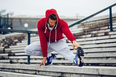 blog-fitnesstipps-1 Running Shoe Reviews, Adidas Supernova, Running Fashion, Asics Men, Marathon Running, Air Zoom, Joggers, Bomber Jacket