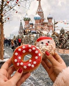Christmas Donuts in Moscow Days Until Christmas, Christmas Mood, Merry Little Christmas, Christmas Themes, All Things Christmas, Christmas Bulbs, Christmas Decorations, Xmas, Christmas Fashion