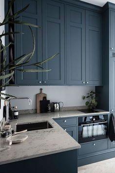 Small but stylish studio apartment - Kitchen - Apartment Home Decor Kitchen, Home Interior, Interior Design Living Room, Kitchen Ideas, Luxury Interior, Small Apartment Interior Design, Decorating Kitchen, Interior Livingroom, Interior Ideas