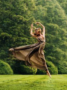 Free Contemporary Dance (Gisele Bundchen for Vogue US?)