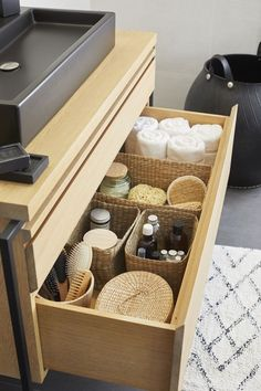 Konmari, Bathroom Organisation, Bathroom Storage, Organization Ideas, Bathroom Tray, Cabinet Storage, Tidy Up, Minimalist Decor, Bathroom Interior Design
