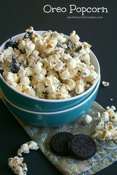 The best Oreo Recipes - Best Ideas for Desserts Using Oreos - Karluci Oreo Popcorn, White Chocolate Popcorn, Oreo Dessert Recipes, Cookie Recipes, Desserts, Mint Smoothie, No Bake Brownies, Thanksgiving 2020, Chocolate Chip Cookies