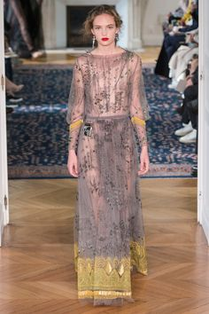 http://www.vogue.com/fashion-shows/spring-2017-ready-to-wear/valentino/slideshow/collection