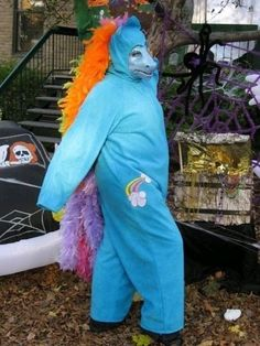 Worst Rainbow Dash cosplay ever. Stupid Memes, Dankest Memes, Foto Fails, Cosplay Fail, Haha Funny, Hilarious, Funny Images, Funny Pictures, Rainbow Dash