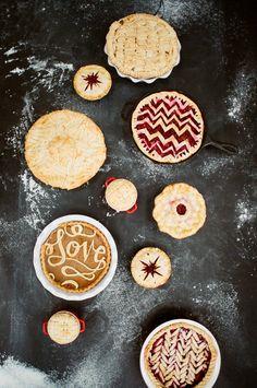 One-of-a-Kind Pie Crust Designs - 8 Unique + Homemade Pie Crust Designs on HGTV Just Desserts, Delicious Desserts, Creative Desserts, Creative Food, Yummy Food, Pie Crust Designs, Biscuits, Thanksgiving Pies, Thanksgiving Prayer