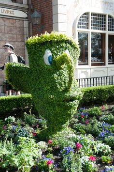 https://flic.kr/p/bpD4CW | Disney Topiaries | I was fascinated by all these topiaries at Disney. These things are amazing.