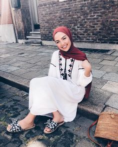 Summer Hijab Outfit Ideas That Are Totally Comfy for Warmer Weather Summer Hijab Outfit Ideas That Are Totally Comfy for Warmer Weather Modern Hijab Fashion, Street Hijab Fashion, Hijab Fashion Inspiration, Muslim Fashion, Modest Fashion, Fashion Outfits, Modest Dresses, Modest Outfits, Cute Outfits