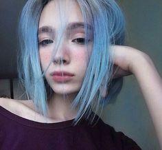 Blue hair, girl, blush on nose and cheeks, bushy eyebrows, big full lips Pretty Hairstyles, Girl Hairstyles, Bob Hairstyle, Hair Inspo, Hair Inspiration, 3 4 Face, Dye My Hair, Crazy Hair, Rainbow Hair
