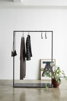 RackBuddy Vincent – Iron clothes rack with iron net bottom Open Wardrobe, Wardrobe Rack, Online Furniture, Home Furniture, Rustic Log Furniture, Closet Drawers, Wardrobe Solutions, Empty Frames, Clothes Rail
