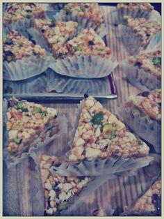 Connu des initiés à la pâtisserie fine tunisienne. Ce gâteaux vous  surprendra par son coté fondant. A base d\u0027amande, noisette, pistache,  pignon et miel.