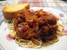 La meilleure recette de Osso buco de porc! L'essayer, c'est l'adopter! 4.9/5 (16 votes), 71 Commentaires. Ingrédients: 8 jarrets de porc pour Osso buco  Sel - poivre au goût 1/4 tasse farine ( 60 ml ) 2 cuil à soupe d'huile d'olive ( 30 ml )( moi 5-6 au total 60-70 ml ) 1 gros oignon haché 4 gousses d'ail ( moi 1/2 cuil à thé en pot ) 4 carottes en tranches ( moi 2 super grosse ) 2 branches de cèleri en cubes 1/2 tasse vin blanc ( 125 ml ) 1 tasse bouillon poulet ( 250 ml ) 1  boîte tomate…