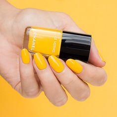 Chanel nail polish 592 giallo napoli - bright yellow nails for spring