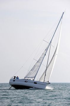 RM 1360 fin keel (Fora Marine) specifications and details on Boat-Specs.com