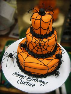 Halloween is the perfect time to create a Halloween cake that is extraordinary! There are so many Halloween cake ideas, choosing will be the hardest part! Make your Halloween cake as simple or extravagant as you desire! Gateau Halloween Orange, Bolo Halloween, Halloween Torte, Halloween Backen, Pasteles Halloween, Halloween Birthday Cakes, Birthday Parties, Halloween Spider, Birthday Ideas