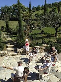 Demonstrating how to paint in the grounds of the accommodation in Umbria