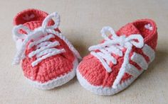 Crochet Adidas Booties Nike Air Max Running, Nike Running Shoes Women, Runs Nike, Adidas Baby, Baby Nike, Crochet Baby Booties, Crochet Shoes, Baby Shoes Tutorial, Nike Free Runners