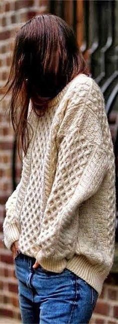 Street style / Pull irlandais over size-jean Winter Wear, Autumn Winter Fashion, Fall Winter, Winter White, Autumn Style, Outfit Winter, Spring Style, Pull Torsadé, Vintage Hipster