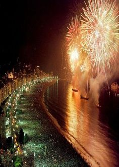 New Year's Eve - Copacabana Beach, Rio de Janeiro- Brazil. Beautiful Places To Visit, Beautiful Beaches, Beautiful World, Copacabana Beach, The Places Youll Go, Places To See, Rio Brazil, Paradise Travel, Famous Beaches