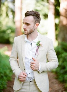 Are you a lover of soft, garden weddings? Then you will want to pay close attention to this blush and berry wedding inspiration that glorifies flora and fauna! The groom looks pretty dapper in his beige suit wedding attire too. #ruffledblog