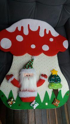 Maria Clara, Cross Stitch, Christmas Pillow, Chair Backs, Chicken Crafts, Noel, Bebe, Punto De Cruz, Seed Stitch