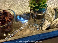 Reise durch den Advent - Deko Tray, Home Decor, Hammer And Chisel, Small Glass Vases, Bon Voyage, Soap Bubbles, Decoration Home, Room Decor, Board