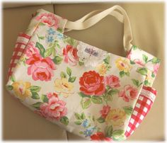 お買物バッグ Tote Bags Handmade, Diy Bags, Fabric Bags, Quilts, Patchwork Quilting, Fabric Crafts, Diaper Bag, Diy And Crafts, Pouch