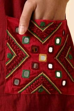 Hand Embroidery Patterns Flowers, Hand Embroidery Dress, Kurti Embroidery Design, Hand Embroidery Videos, Hand Embroidery Tutorial, Embroidery On Clothes, Embroidery Works, Flower Embroidery Designs, Creative Embroidery
