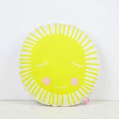 Kinderzimmerdekoration - Mini-Kissen Sonne - ein Designerstück von PinkNounou bei DaWanda