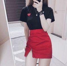 miniskrt - rouge fendue + t-shirt noir miniskrt - rouge fendue + t-shirt noir Korean Girl Fashion, Korean Fashion Trends, Ulzzang Fashion, Korean Street Fashion, Kpop Fashion Outfits, Edgy Outfits, Korean Outfits, Cute Casual Outfits, Asian Fashion