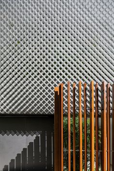 Image 7 of 14 from gallery of Aníbal Building / Bernardes Arquitetura. Photograph by Leonardo Finotti Building Skin, Building Facade, Metal Cladding, Mesh Screen, Wall Finishes, Facade Design, Facade Architecture, Solar Power, Villa