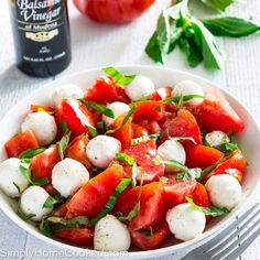 This chopped Caprese salad is one of the easiest summer salad recipe you'll come by. Literally, 3 steps and you're done. Simple and loaded with flavor Easy Summer Salads, Summer Salad Recipes, Easy Salads, Easy Healthy Dinners, Healthy Salad Recipes, Easy Dinner Recipes, Healthy Snacks, Clean Recipes, Healthy Eating
