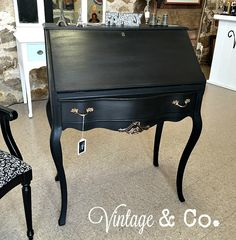 Vintage & Co presents this black chalk painted secretary desk with French drawer pulls and curved legs. Diy Furniture Decor, Furniture Making, Furniture Makeover, Vintage Furniture, Coaster Furniture, Repurposed Furniture, Painted Secretary Desks, Antique Secretary Desks, Antique Writing Desk