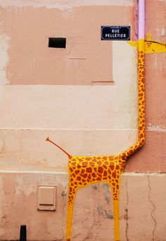 Giraffe graffiti artwork painted on drainpipe with street sign, Wall street art in a public place Graffiti Pictures, Bizarre Pictures, Graffiti Artwork, Happy Images, Happy Pictures, Funny Images, Funny Pictures, Animal Crackers, Deco France