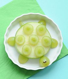 Or a sweet turtle. 19 Easy And Adorable Animal Snacks To Make With Kids Cute Snacks, Snacks To Make, Fruit Snacks, Easy Snacks, Cute Food, Healthy Snacks, Good Food, Kid Snacks, Healthy Nutrition
