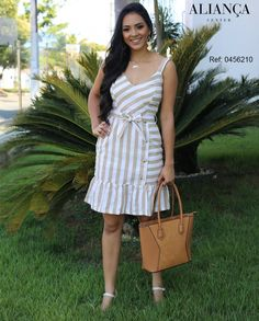 Moda vestidos cortos elegantes ideas for 2019 Simple Dresses, Summer Dresses, Fashion Tips For Women, Womens Fashion, Editorial Fashion, Fashion Trends, Women's Fashion Dresses, Cotton Dresses, African Fashion