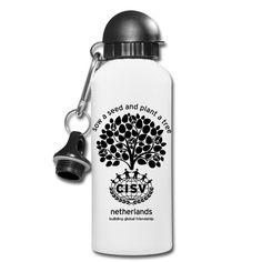 Handige CISV Nederland drinkfles van aluminium voor onderweg met alternatieve dop en karabijnhaak, 600 ml, diameter 73 mm.