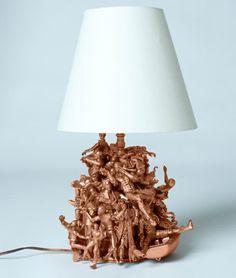Geschmeidig Und Stilvoll Sind Die Wörter, Die Diese Abgebildete Lampe  Bezeichnen. Das Metallblech,das Die Heizkörper Bedeckt...Kreative Lampen  Selber Machen