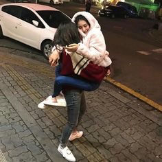 Imagen de ❁ ∣∣ вℓυємσηѕтєя ∣∣ ❁ Ulzzang Couple, Ulzzang Girl, Bff Pictures, Best Friend Pictures, Korean Best Friends, Girl Couple, Korean Couple, Couple Aesthetic, Friend Outfits