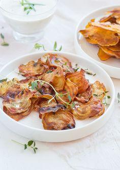 Beetroot chips with thyme and sea salt. (Rödbetschips med timjan och flingsalt.)