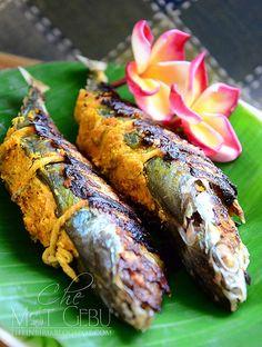 IKAN KEMBONG SUMBAT KELAPA / fish stuffed coconut Spicy Recipes, Fish Recipes, Seafood Recipes, Asian Recipes, Malaysian Cuisine, Malaysian Food, Malaysian Recipes, Malay Food, Good Food