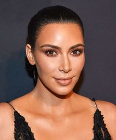 Kim Kardashian shows us how she does her own makeup — and we're impressed!        pinterest:  ☞ katebrixx