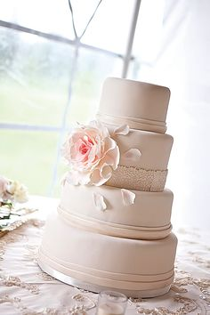 Vintage-inspired cake with peony accent. Photography courtesy of Julie C. Butler Photography.