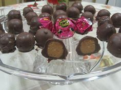 bombom-sonho-de-valsa-caseiro Chocolates, Cake Pops, Pudding, Sugar, Fruit, Desserts, Foods, Drinks, Chocolate Candies