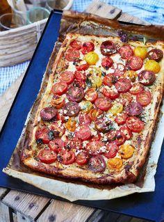 Smarrig och snabblagad tomatpaj på färdig smördeg