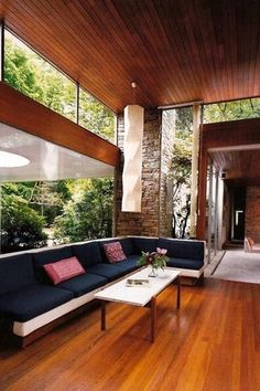 33 Amazing Mid Century Modern House - Home Design Mid Century Modern Living Room, Mid Century House, Mid Century Modern Design, Mid Century Modern Furniture, Modern House Design, Modern Interior Design, Modern House Furniture, Midcentury Modern Interior, Mid Century Modern Lighting