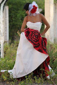 Model: Sari Jc Photography: Barbara Sledzinski Lahore Hair: Nestor Rodriguez Campanario Make up: Alda Prado Romero Dress and Fascinator: Raquel Espada Hand painted red wedding dress